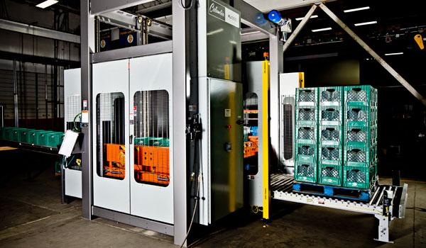 Floor level palletizer machine